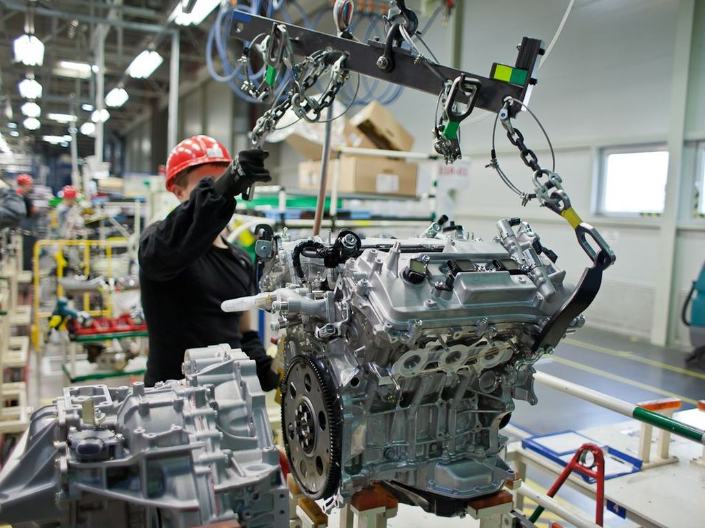 048310-toyota-motor-manufacturing-russia-adds-second-shift.1-lg